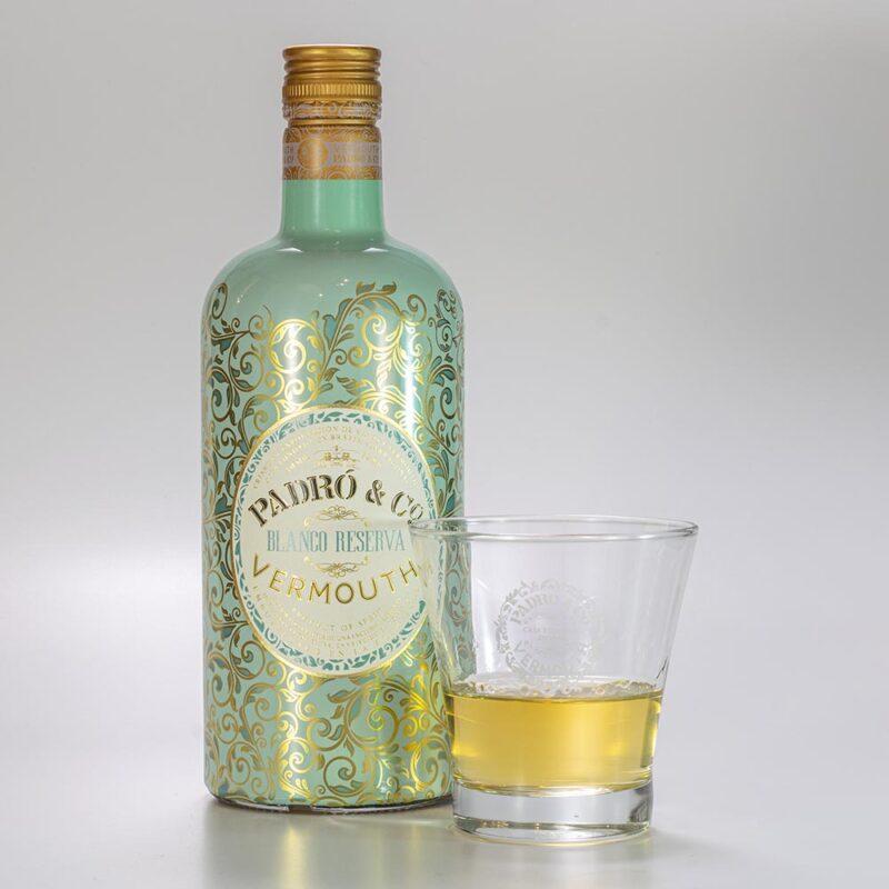 Botella de Vermouth Padró & Co. Blanco Reserva con vaso Padró & Co.