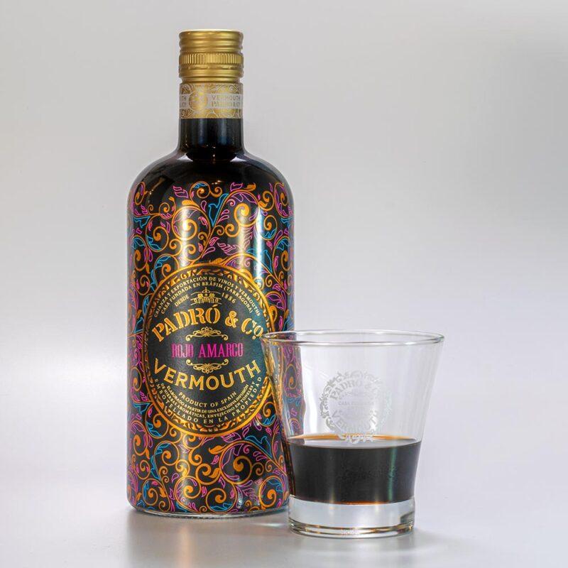 Botella de Vermouth Padró & Co. Rojo Amargo con vaso