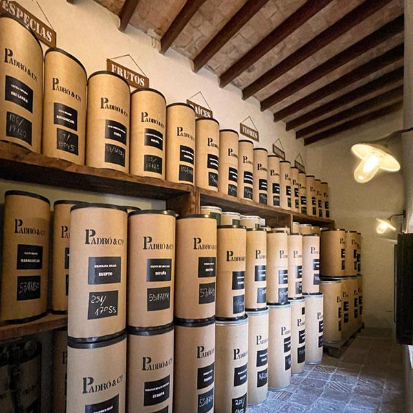 Almacén de botánicos en Casa Vermouth Padró