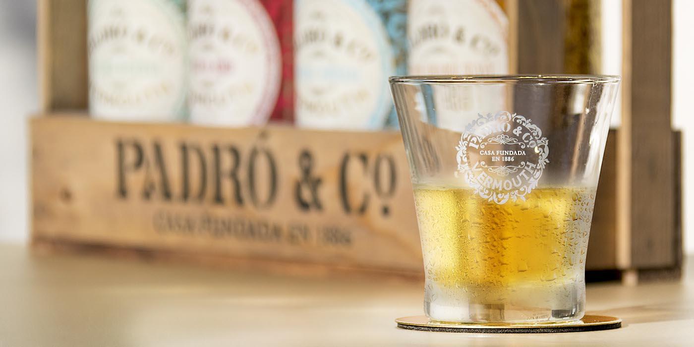 Vaso de vermut Padró & Co y Caja de Madera con los cuatro clásicos